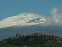 l'etna fa da sfondo alla splendida collina storica di paternò, senza l'obbrobrio urbanistico del centro abitato  - Paternò (2831 clic)