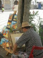 Un pittore in una delle Piazze di Taormina   - Taormina (3398 clic)