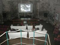 Interno della Cappella Bonajuto, dove oltre svariate mostre, ospita proiezioni di cortometraggi.  - Catania (5541 clic)