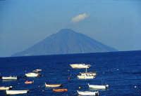 isola di Stromboli,  mare e barche   - Eolie (4057 clic)