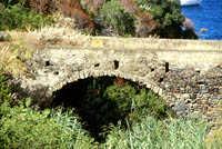 isola di Salina, vecchio ponte romano vallone Zappini   - Eolie (6641 clic)