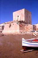 torre Cabrera e barca   - Pozzallo (3084 clic)