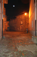 una via del borgo antico  - Montalbano elicona (8344 clic)