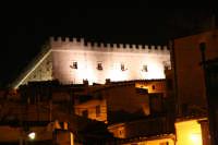 Grazie alla rivisitazione operata dal re aragonese il castello di Montalbano è una delle opere più unitarie ed armoniose del medioevo siciliano.    - Montalbano elicona (7512 clic)