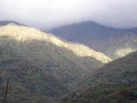 monti nei pressi del paese  - Motta camastra (4398 clic)