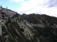 Costone granitico sul quale sorge il paese  - Motta camastra (4786 clic)