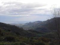 dal belvedere di Motta Camastra. La valle dell'Alcantera verso il mare.  - Motta camastra (4802 clic)