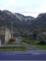 Il paese visto dalla valle sottostante  - Motta camastra (4956 clic)