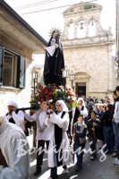 Pasqua:Feste e tradizioni popolari (venerdi santo) processione dell'Addolorata  - Mazzarino (7894 clic)