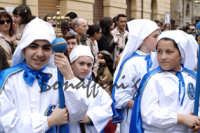 Pasqua:Feste e tradizioni popolari (venerdi santo) Bambini appartenenti alla congregazione della Immacolata  - Mazzarino (3319 clic)