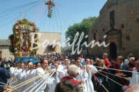 Processione del Fercolo del Signore dell'Olmo prima domenica di Maggio(tranne quando la prima domenica cade il primo Maggio viene rinviata alla successiva)  - Mazzarino (3772 clic)