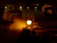 tre soggetti: un balcone, un automobile e una piazza. foto digitale.  - Siracusa (2527 clic)