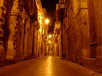 Via Dione di notte. Ortigia.  - Siracusa (6249 clic)