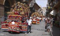 Sfilata motocicli APE in via Atenea addobbati a festa, durante la  SAGRA DEL GRANO per i festeggiamenti in onore di San Calogero  - Agrigento (7364 clic)