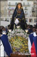 Pasqua 2007: Processione dell'Addolorata dietro l'Urna di Cristo  - Porto empedocle (6293 clic)