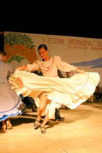 Festival internazionale del folklore 2005 - Gruppo folklorico Argentina  - Roccalumera (2578 clic)