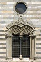 Visione laterale del Duomo - Particolare  - Messina (2310 clic)