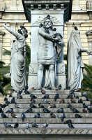 Particolare della statua di Vincenzo Bellini  - Catania (2329 clic)
