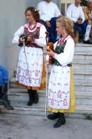 Prima dell'esibizione (Festival Internazionale del Folklore 2004)  - Roccalumera (3053 clic)