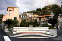 Allume - Piazzetta  - Roccalumera (5595 clic)