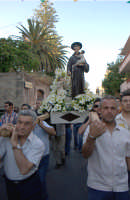 Festa del Patrono Sant'Antonio, portato in processione dopo 43 anni - 13.06.2006  - Roccalumera (4499 clic)
