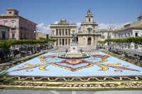 Infiorata 2005- Piazza del Popolo  - Vittoria (10506 clic)