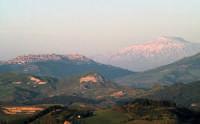 PANORAMA CALASCIBETTA SULLO SFONDO ETNA  - Calascibetta (5169 clic)