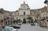 PIAZZA GARIBALDI SULLO SFONDO CHIESA MADRE  - Santa caterina villarmosa (12090 clic)