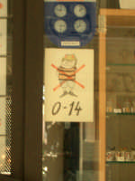 Divieto di ingresso ai monelli in un negozio di cristalli  - Taormina (4046 clic)