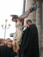 Venerdì santo: il simulacro del Cristo morto viene sistemato sulla croce  - Vittoria (6766 clic)