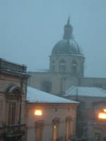 Ragusa sotto la neve, 26 gennaio 2005: la Cattedrale  - Ragusa (3208 clic)