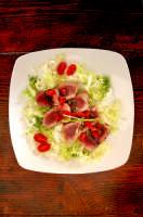 La - Tagliata di tonno - uno dei tanti piatti creati dalla bravissima chef Adelaide Rando, proprietaria dell'albergo ristorante - Villa La Rosa -, devo dirvi che è qualcosa di veramente eccezzionale.  - Filicudi (4329 clic)