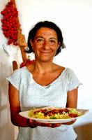Adelaide Rando, proprietaria dell'albergo  ristorante - Villa La Rosa -, ho avuto modo di conoscere questa estate lei e il marito e soprattutto ho conosciuto la loro cucina , da provare ... credetemi.   - Filicudi (7994 clic)