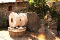 Antica macina posta vicino le sponde dell' Alcantara.  - Francavilla di sicilia (4946 clic)