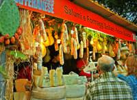 Ottobrata 2005, Stand di salumi e formaggi.  - Zafferana etnea (2177 clic)