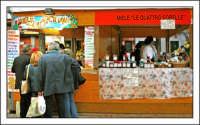 Ottobrata 2005, Stand di prodotti a base di miele.  - Zafferana etnea (2007 clic)