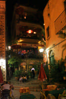 Piazza adiacente il famoso Bar Turrisi  - Castelmola (7287 clic)