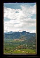 Panorama che si osserva dalla finestra del castello.  - Calatabiano (2584 clic)