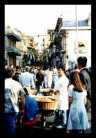 Afflusso di gente per la Sagra della fragola che si svolge ogni anno nel mese di giugno.  - Maletto (6768 clic)