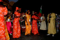 63° Sagra del mandorlo in fiore, il gruppo folkloristico del Senegal si improvvisa in una danza etnica.  - Agrigento (3008 clic)