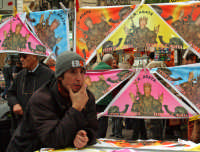 Festa di S.Agata 2006, venditore di gadget della Santa.  - Catania (2108 clic)