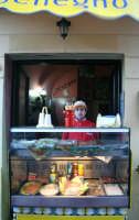 Settimana Santa a Caltanissetta. Anno 2006, panineria.  - Caltanissetta (2660 clic)