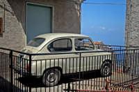 Fiat 600 parcheggiata.  - San marco d'alunzio (4013 clic)