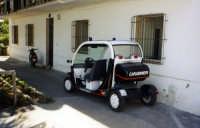 La caserma e l'auto dei carabinieri a Stromboli.  - Stromboli (29921 clic)