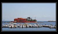 La casa rossa, costruita su un'isolotto di fronte la costa di Marzamemi.  - Marzamemi (5140 clic)