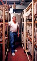 Il sig. Parafioriti, produttore dei prelibati salumi S.Marco.  - San marco d'alunzio (5416 clic)