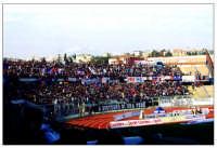 Curva nord dello Stadio A. Massimino di catania. Nello sfondo si vede il vulcano Etna.  - Catania (11082 clic)