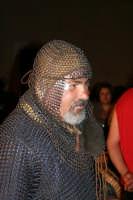 Feste Medievali 2005, artista in costume medievale.   - Motta sant'anastasia (6161 clic)
