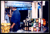 Chiosco di bibite, un luogo molto frequentato dai Catanesi specialmente nei caldi mesi estivi. E' consigliabile provare la tradizionale bevanda: Seltz, limone e sale  - Catania (2528 clic)