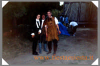 Nicole Grimaudo e Sergio Assisi durante una pausa sulla scena del film Ferdinando e Carolina.  - Noto (20613 clic)